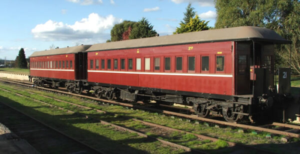 HLF854 & CBA850 reunited at Oberon Station ©Peter Culley